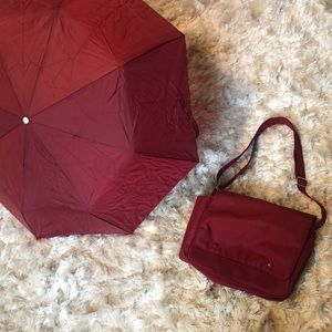 Handy travel bag with umbrella attached in pocket!